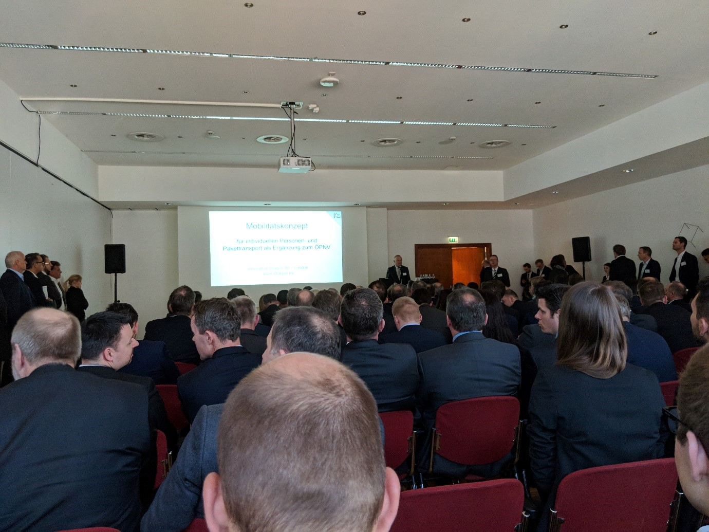 Presentation of the FLAIT-concept by Herwig Fischer in the crowded Room II